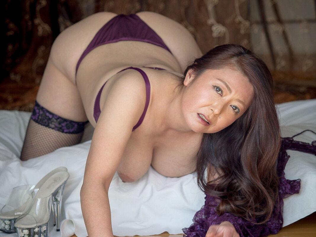 欲求不満の完熟妻 紫彩乃 55photos