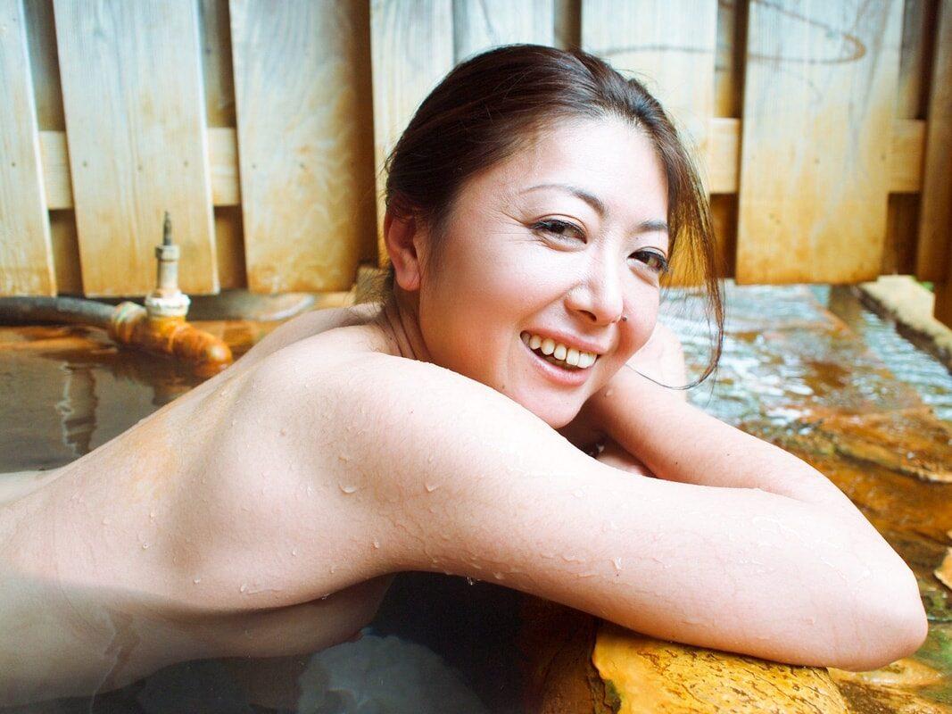 『人妻欲望旅行』 艶熟生出し(前編) 紫彩乃 51photos