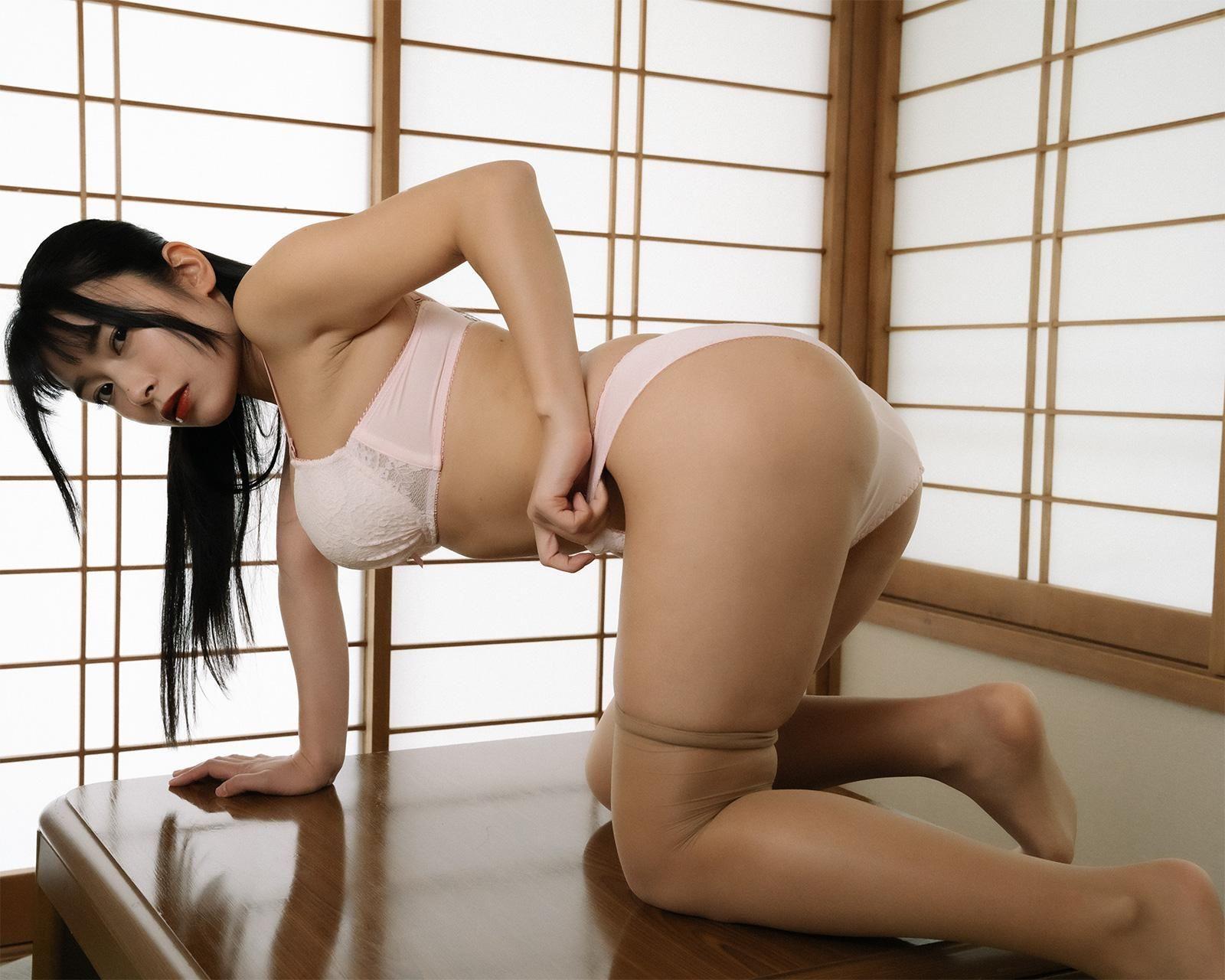春野恵 写真集『めぐみの恋、秋。』 81photos
