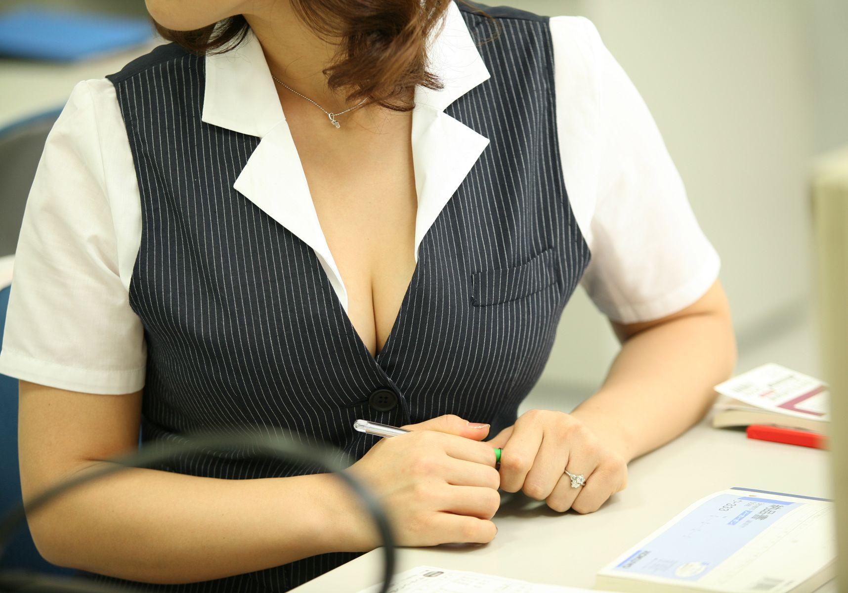 隣の美人妻 中森玲子 Hカップ巨乳アラサーOLの業務報告 編 55photos