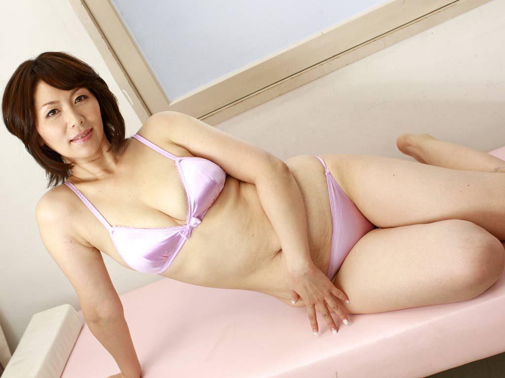 保健室のおばちゃん 翔田千里 解禁お宝写真集 38photos