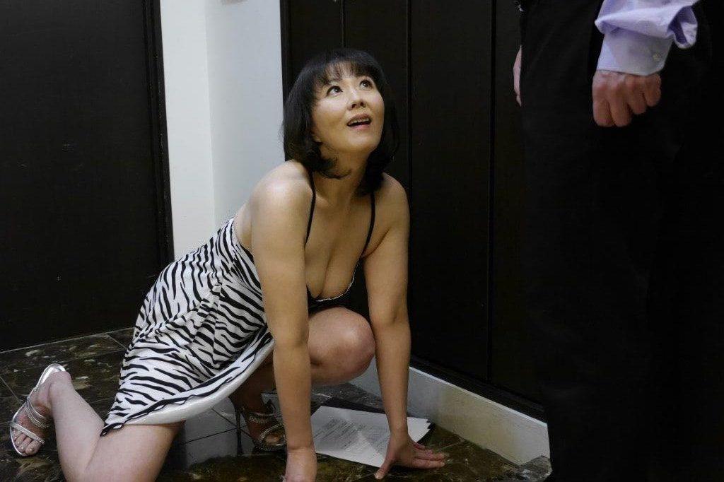 美人で淫らな奥様に・・・玄関先でヤラれる僕 PART.01 円城ひとみ 214photos