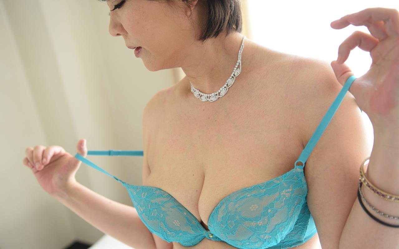 熟シャッ!! 熟女を溺愛するカタチ 円城ひとみ 140photos